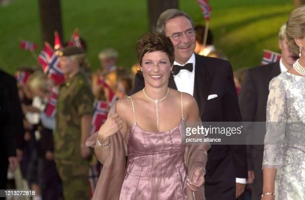 Prinzessin Märtha Louise von Norwegen, Schwester von Kronprinz Haakon, und Ex-König Konstantin von Griechenland treffen am 24.8.2001 zu dem...