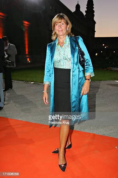 Prinzessin Ursula Von Bayern Bei Der Gabriele Blachnik Modenschau Der Herbst Winter 2005/2006 Kollektion In Der Kassenhalle Des Herkulessaals Der...