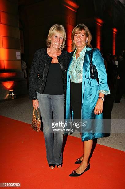 Prinzessin Ursula Von Bayern Und Elke Reichert Bei Der Gabriele Blachnik Modenschau Der Herbst Winter 2005/2006 Kollektion In Der Kassenhalle Des...