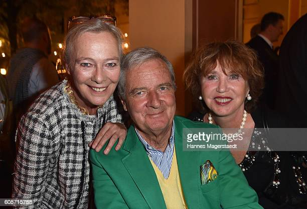 Prinzessin Uschi zu Hohenlohe Prinz Peter zu Hohenlohe and Dunja Siegel during a cocktail reception hosted by the Dorotheum on September 14 2016 in...