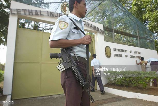 Prison guards secure the area outside the lethal injection chamber at the Philippine national prison in suburban Muntinlupa in Manila 09 January 2004...