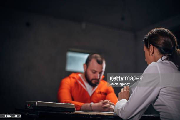 prisoner and female detective - confession law stock pictures, royalty-free photos & images