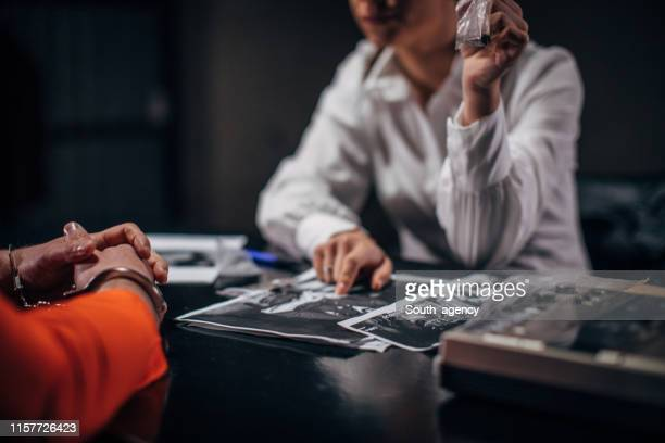 prisoner and female detective - privateinvestigator stock pictures, royalty-free photos & images