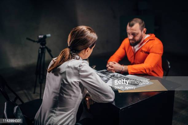 prisoner and woman detective - trial stock photos and pictures