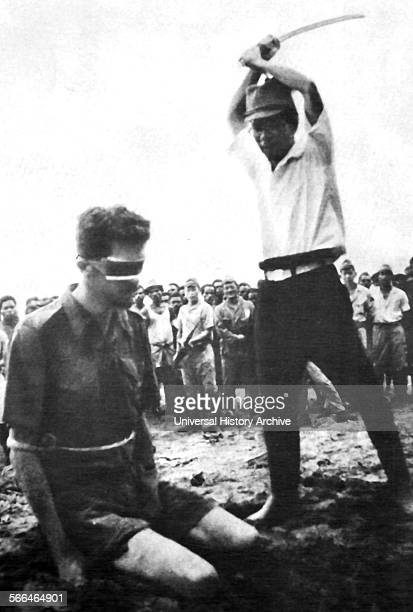 Prisoner of war Sergeant Leonard Sifflett about to be beheaded with a sword by Japanese captor Yasuno Chikaot 1943
