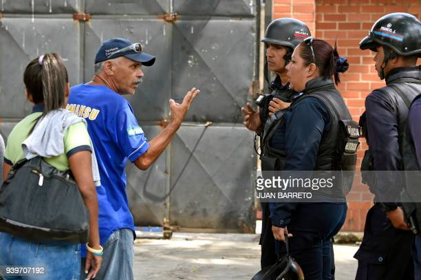 Prisoners's relatives ask for information to police agents guarding police holding cells that caught fire in Valencia northern Carabobo state...
