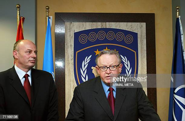 Pristina, SERBIA AND MONTENEGRO: Special Envoy of the Secretary-General of the United Nations and former Finnish President Martti Ahtissari talks to...