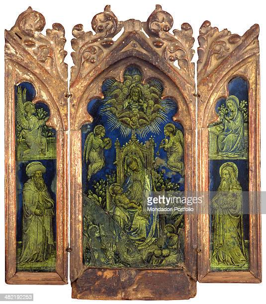 Private collection. Whole artwork view. Triptych with carved wooden frame. Central panel with an enthroned Madonna and Child; at the sides an...