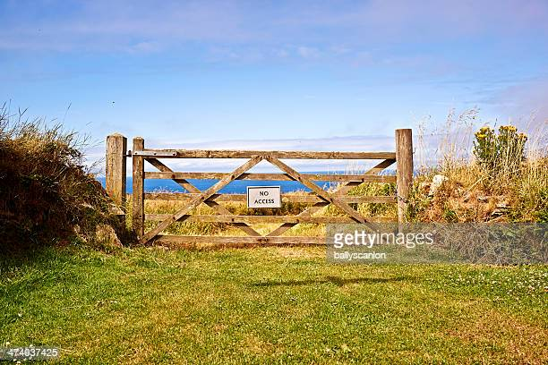 Private country gate