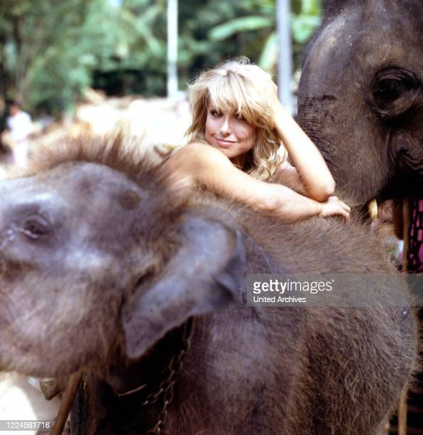 Private footage of the actress Heather Thomas during the shooting of the film Stein des Todes aka Deathstone 1987