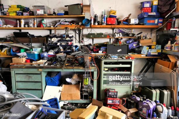 private garage interior - disordinato foto e immagini stock