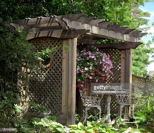 jardin privé - pergola photos et images de collection
