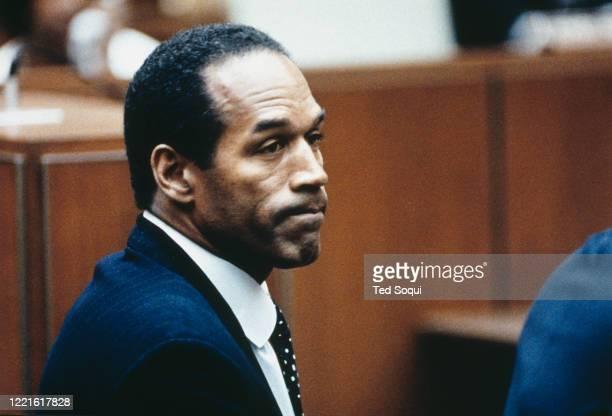 Préliminaires du procès d'OJ Simpson à Los Angeles. L'air dubitatif lors de l'audience