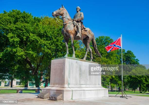 pro zuidelijke vlag rally in memphis, tennessee, verenigde staten - ku klux klan stockfoto's en -beelden