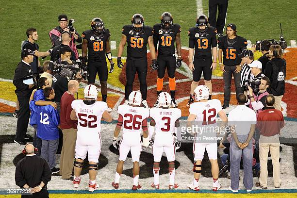 Pro golfer Tiger Woods, Andrew Luck, Michael Thomas, Delano Howell and David DeCastro of the Stanford Cardinal walks out onto the field for the coin...