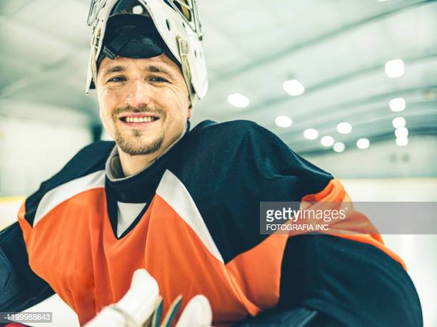 pro hockey goalie - active lifestyle stock pictures, royalty-free photos & images