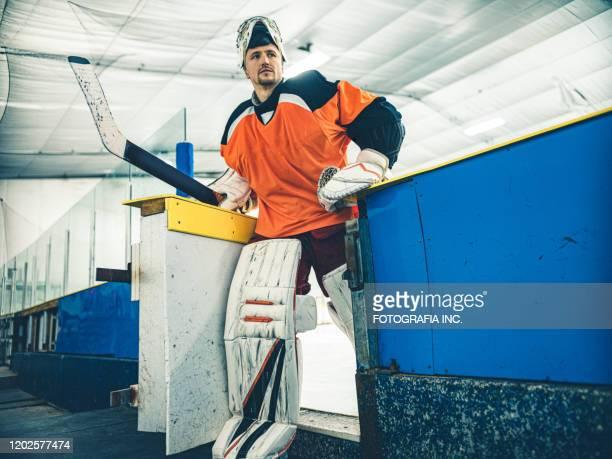 pro hockey goalie - doelman ijshockeyer stockfoto's en -beelden