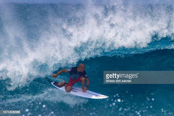 US pro surfer Kelly Slater surfs during the Billabong Pipeline Masters on the north shore of Oahu in Hawaii on December 16 2018 / RESTRICTED TO...