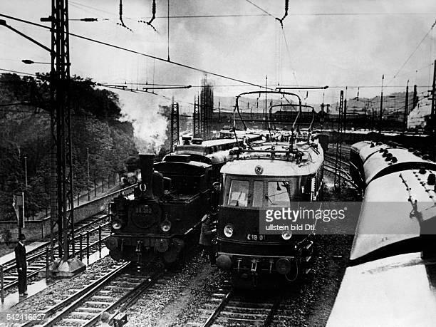 Probefahrt der neuesten elektrischen Schnellzuglokomotive der Reichsbahn im Muenchener Hauptbahnhof- Juni 1935- veroeffentl. In der B.Z. Vom 20.6.1935