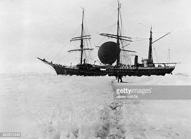 ProbefahrtBallonaufstieg vom Schiff in derAntarktis 1912