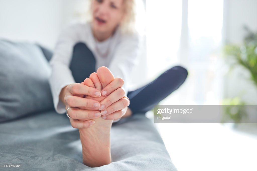 Problemen met voeten, gewrichten, benen en enkels. : Stockfoto