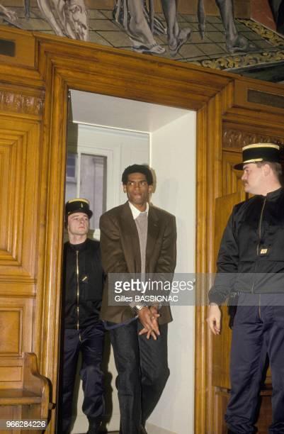 Proces de JeanThierry Mathurin inculpe du meurtre de vieilles dames avec son complice Thierry Paulin mort en prison devant la Cour d'assises de Paris...