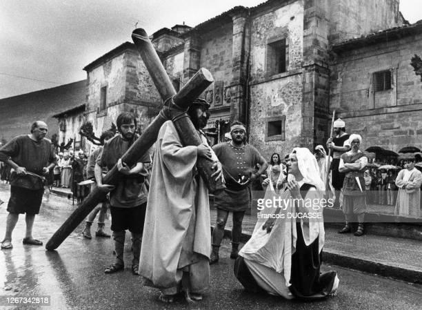Procession de pénitents pendant la semaine Sainte à Balmaseda, en 1970, Espagne.