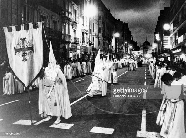 Procession de pénitents pendant la semaine Sainte à Valladolid, Espagne.