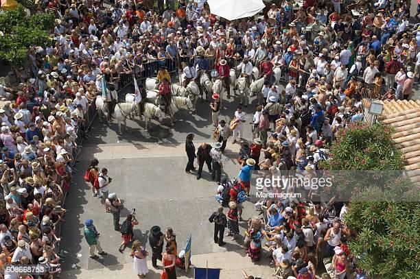 procession during annual gipsy pilgrimage - サントマリードラメール ストックフォトと画像
