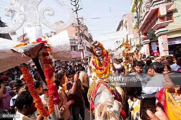procession of hindu festival maha shivaratri at varanasi, uttar pradesh, india. - maha shivaratri stock photos and pictures
