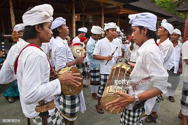 a procession of musicians are part of the ceremony at pura tirta empul temple complex during the galungan festival - tampaksiring, bali, indonesia - pura tirta empul temple stock pictures, royalty-free photos & images