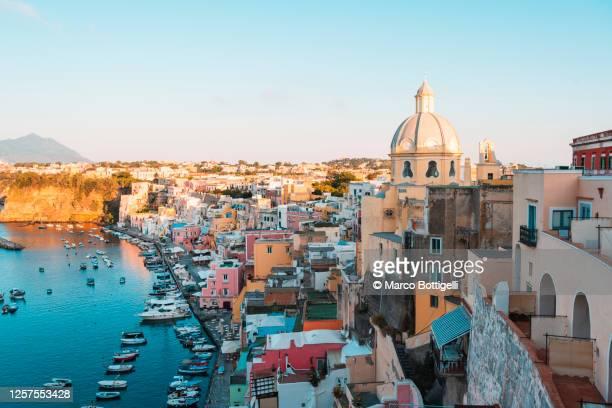 procida cityscape, gulf of naples, italy - naples italie photos et images de collection