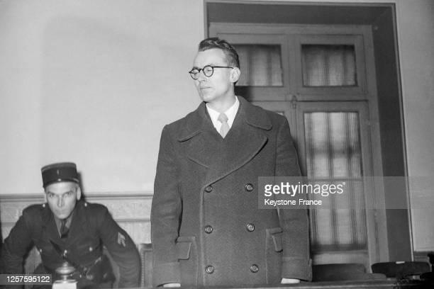 Procès du lieutenant Munck accusé de désertion à l'ennemi en juin 1940 au tribunal militaire du ChercheMidi à Paris le 10 mars 1949 France