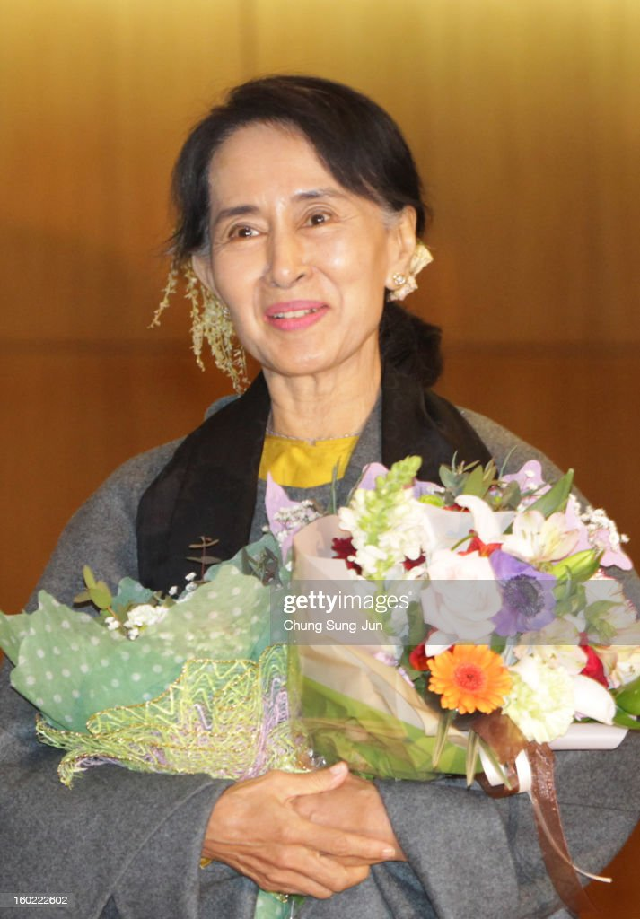 Pro-democracy leader Aung San Suu Kyi arrives at Incheon International Airport on January 28, 2013 in Incheon, South Korea. Myanmar opposition party leader and Nobel Peace Prize laureate arrived in South Korea for a 5-day visit