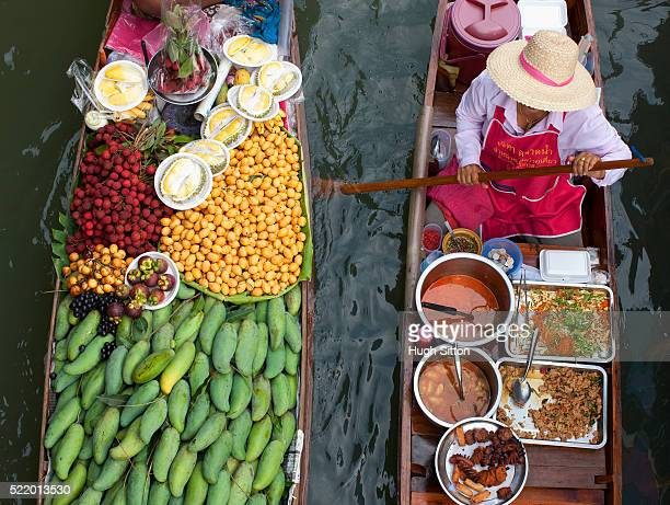 produce and prepared food sellers at bangkok floating market - hugh sitton stock pictures, royalty-free photos & images
