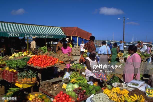 produce market - sint maarten caraïbisch eiland stockfoto's en -beelden