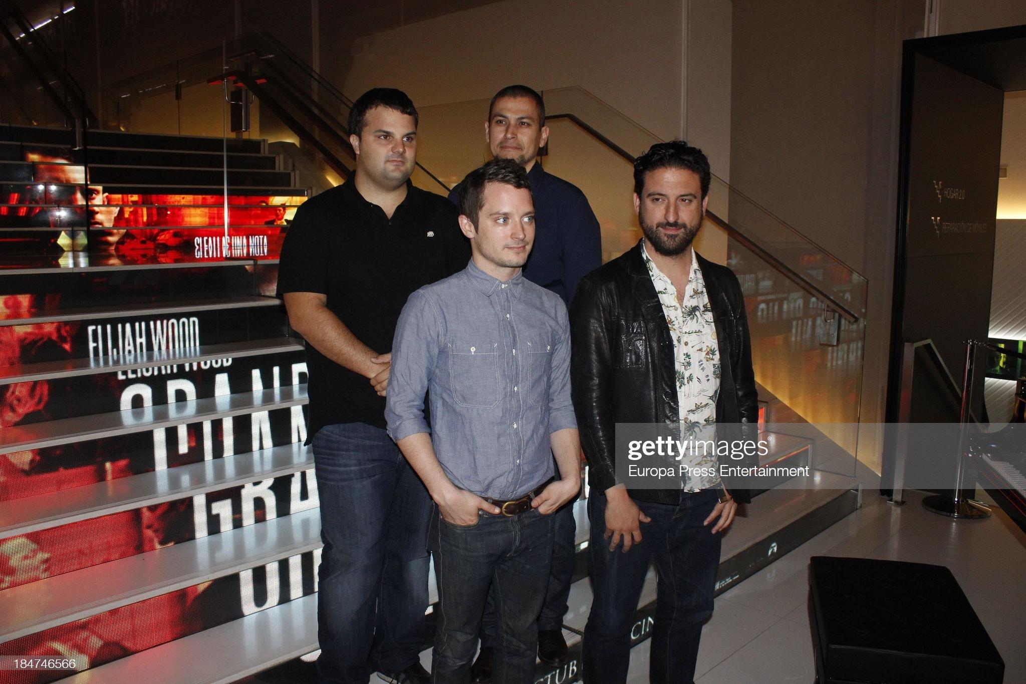 ¿Cuánto mide Eugenio Mira? - Altura Producer-adrian-guerra-actor-elijah-wood-producer-rodrigo-cortes-and-picture-id184746566?s=2048x2048