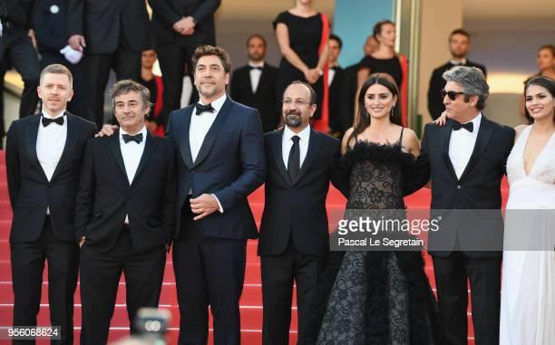 Producer Alexandre MalletGuy actor Eduard Fernandez Javier Bardem director Asghar Farhadi and actress Penelope Cruz wearing jewels by Atelier...