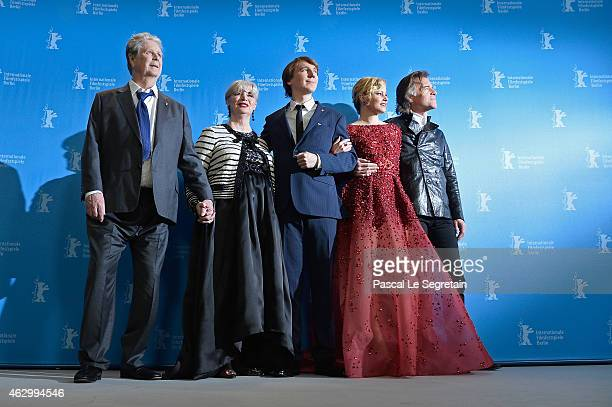 Producer Brian Wilson his wife Melinda Ledbetter actor Paul Dano actress Elizabeth Banks and director Bill Pohlad attend the 'Love Mercy' photocall...