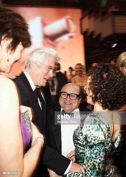 Producer Danny Devito and wife Rhea Pearlmann Richard Gere and wife Carey Lowell attend the Goldene Kamera 2010 Award at the Axel Springer Verlag on...