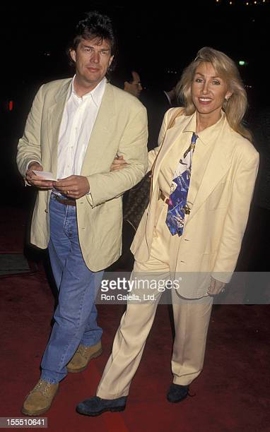 Producer David Foster and actress Linda Thompson attend the world premiere of Philadelphia on December 14 1993 at the Cineplex Odeon Cinema in...