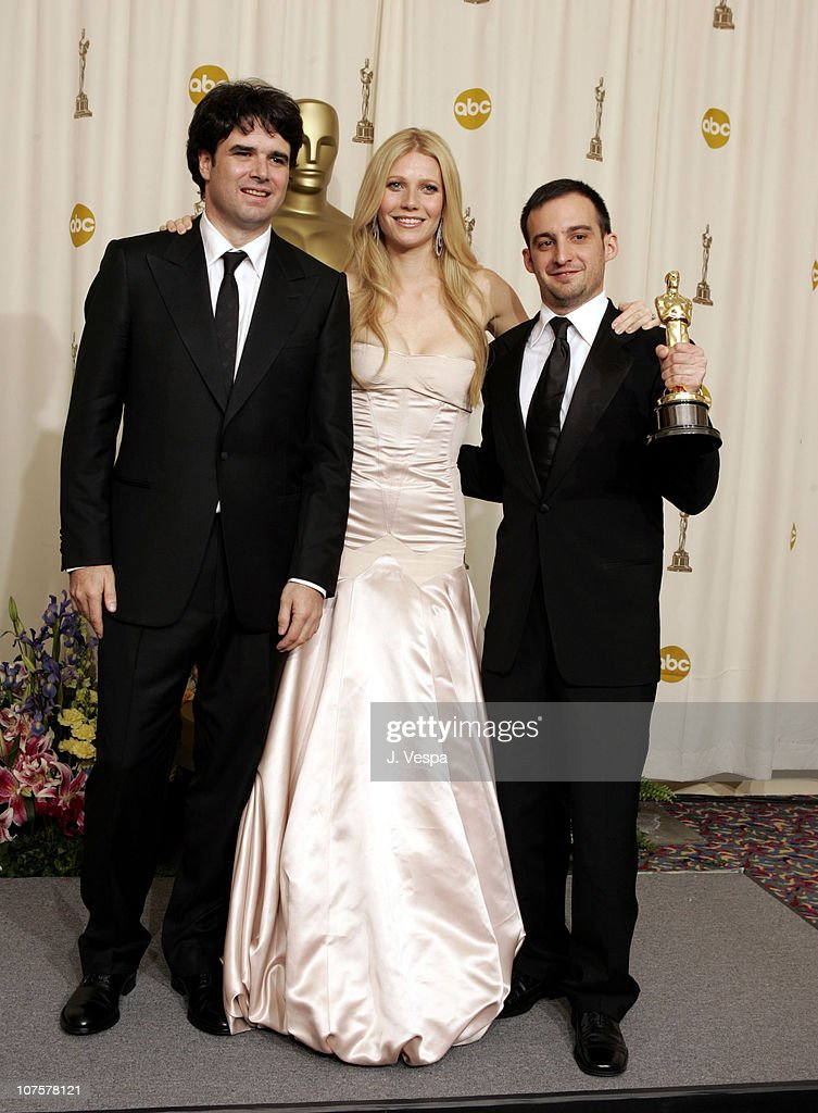 Producer Fernando Bovaram, presenter Gwyneth Paltrow and Alejandro Amenabar, winner Best Foreign Language Film for 'The Sea Inside'