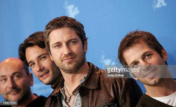 Producer Gianni Nunnari actors Rodrigo Santoro Gerard Butler and director Zack Snyder attend a photocall to promote the movie '300' during the 57th...