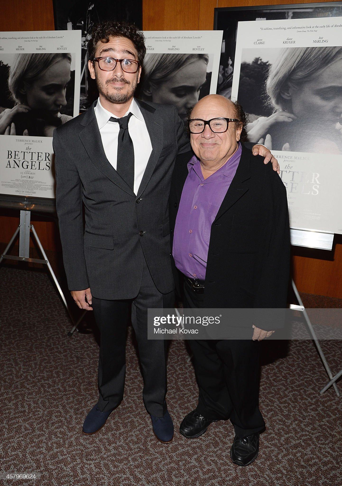 ¿Cuánto mide Danny Devito? - Altura - Real height - Página 2 Producer-jake-devito-and-actor-danny-devito-attend-the-los-angeles-picture-id457969624?s=2048x2048