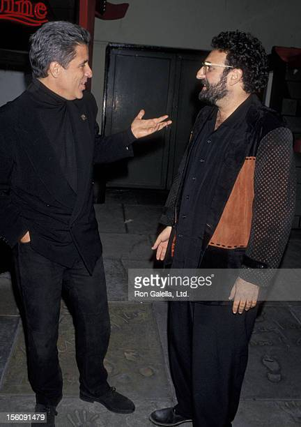 Producer Joel Silver and Jon Peters attending the world premiere of 'Bram Stoker's Dracula' on November 10 1992 at Mann Chinese Theater Hollywood...