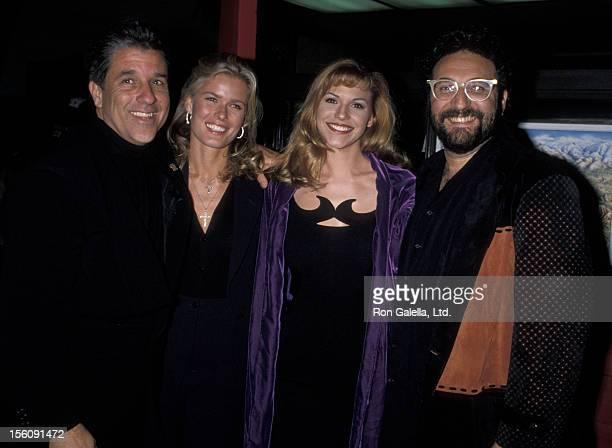Producer Joel Silver Lisa Matthews Jon Peters and Vandela Kirsebom attending the world premiere of 'Bram Stoker's Dracula' on November 10 1992 at...