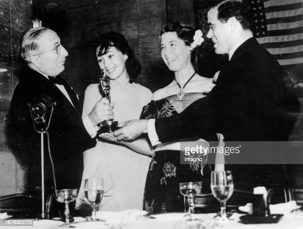 Producer Louis Burt Mayer actress Luise Rainer Louise Treadwell und director Frank Capra at the Academy Awards ceremony Photograph March 19th 1938...