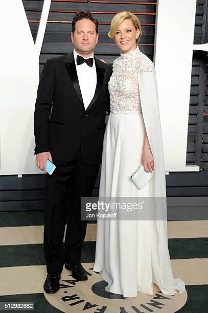 Producer Max Handelman and actress Elizabeth Banks attend the 2016 Vanity Fair Oscar Party hosted By Graydon Carter at Wallis Annenberg Center for...