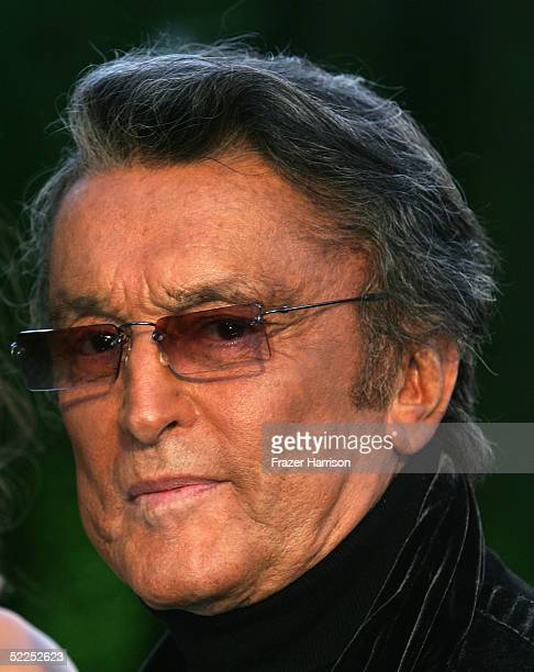 Producer Robert Evans arrives at the Vanity Fair Oscar Party at Mortons on February 27 2005 in West Hollywood California