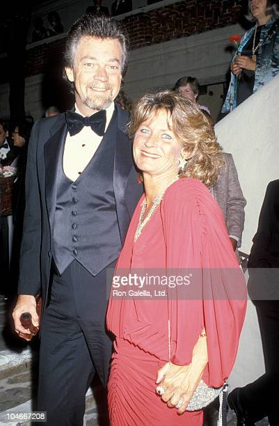 Producer Stephen Cannell and wife Marcia Finch being photoraphed on April 19 1986 at the Pasadena Playhouse in Pasadena California